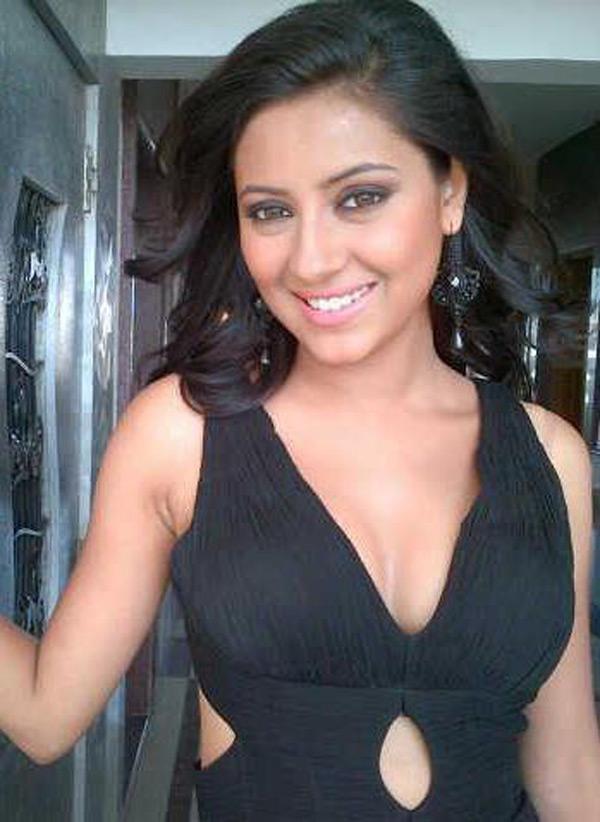 Pratyusha Banerjee In Bikini 15+ Hot Picture...