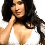 Nandana Sen hot cleavage, Bikini Bra Images Latest Pics