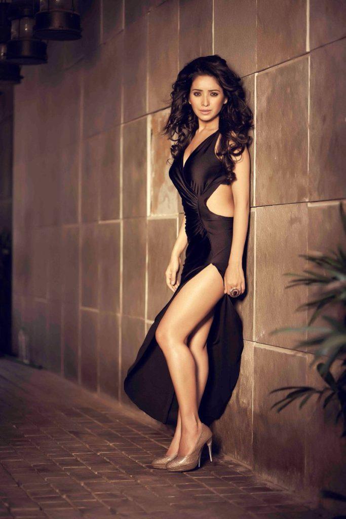 Asha Negi Pics & Hot Bikini Photos hd wallpapers ...