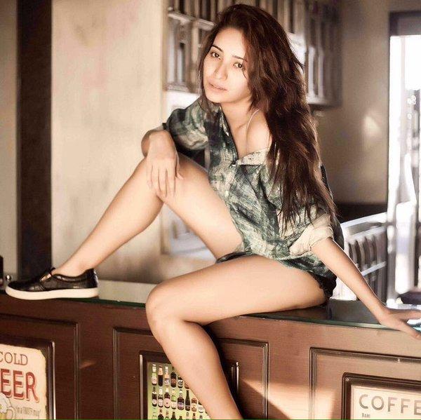 Asha Negi hot photos