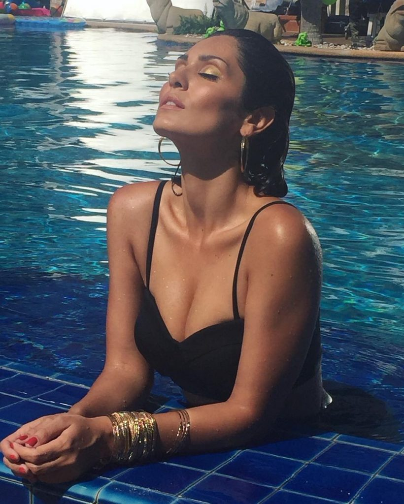 Bruna Abdullah hot, bikini hot photos, bra size, sexy hot images, wallpaper pics, Bruna Abdullah saree & bikini photoshoot