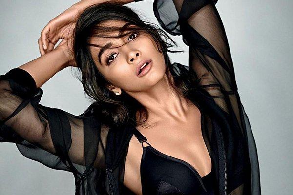Pooja Hegde hot photos