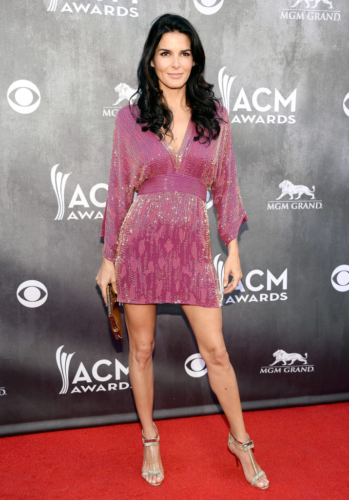 Angie Harmon thigh photo
