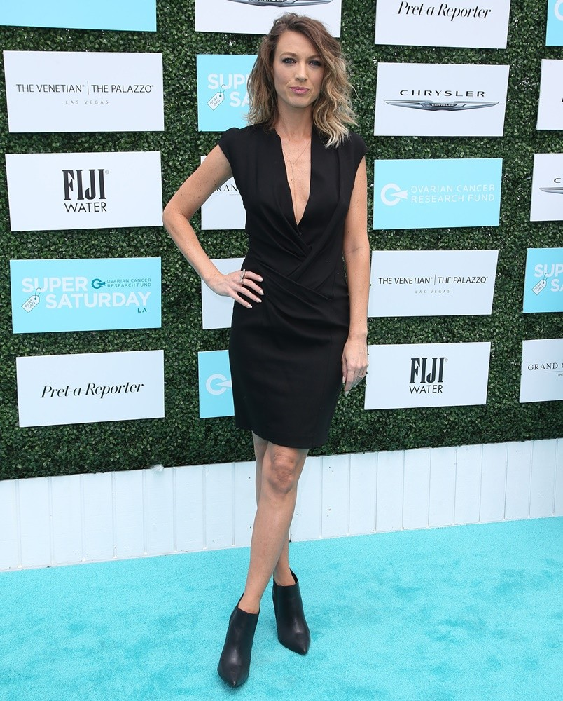 Natalie Zea Hot & Sexy Bikini Photos Lingerie, Swimsuit Cleavage Thigh Pictures - FunRoundup.com