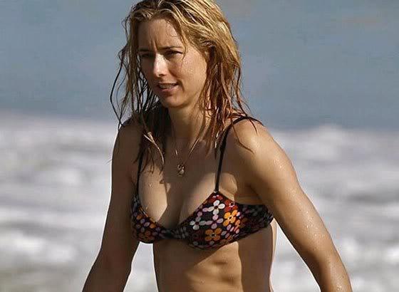 15 Hot Tea Leoni Bikini Hot Pics Sexy Cleavage Swimsuit
