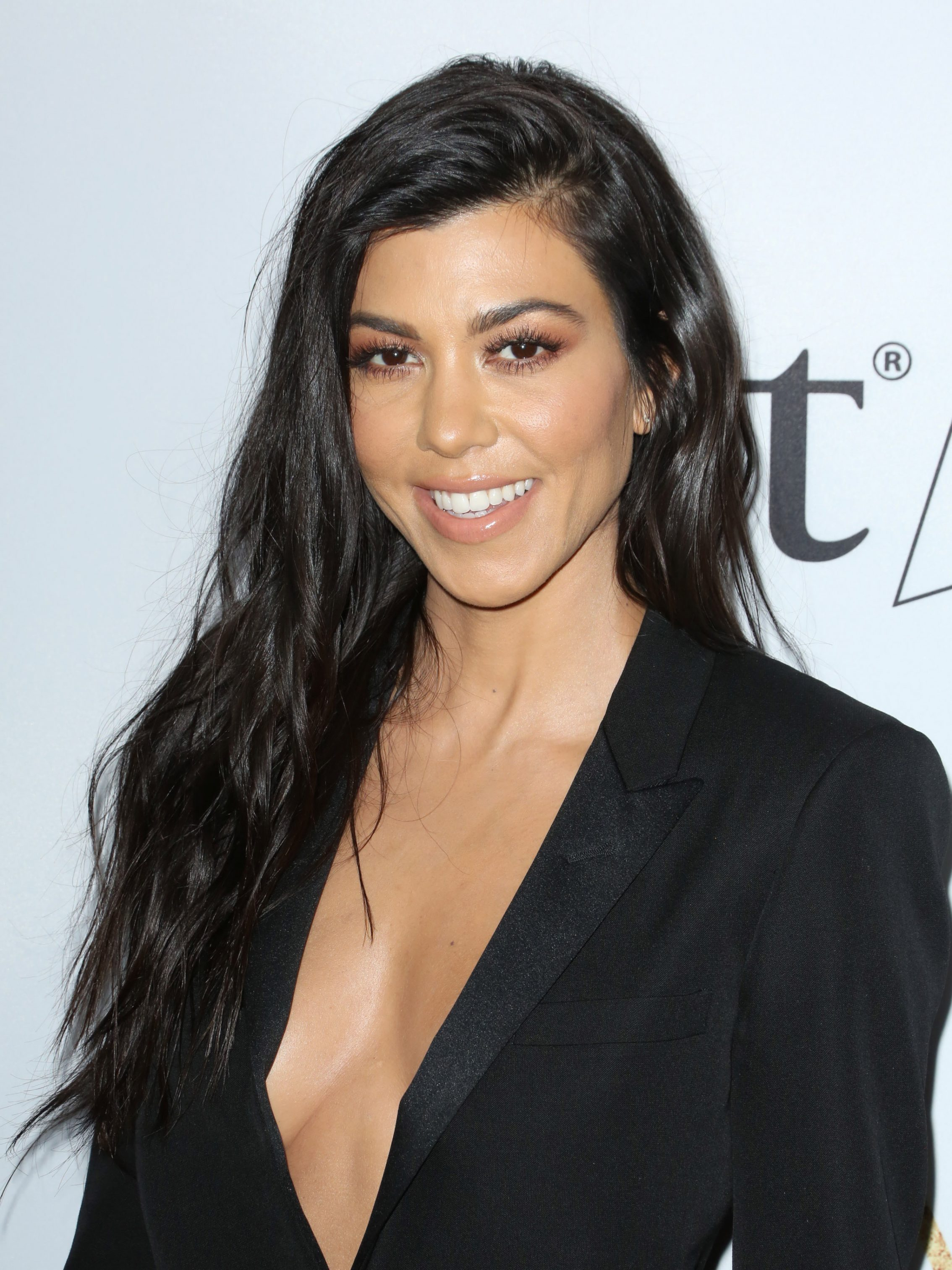 Kourtney Kardashian And Kylie Makeup: Kourtney Kardashian Hot & Spicy Bikini Pictures, Hot