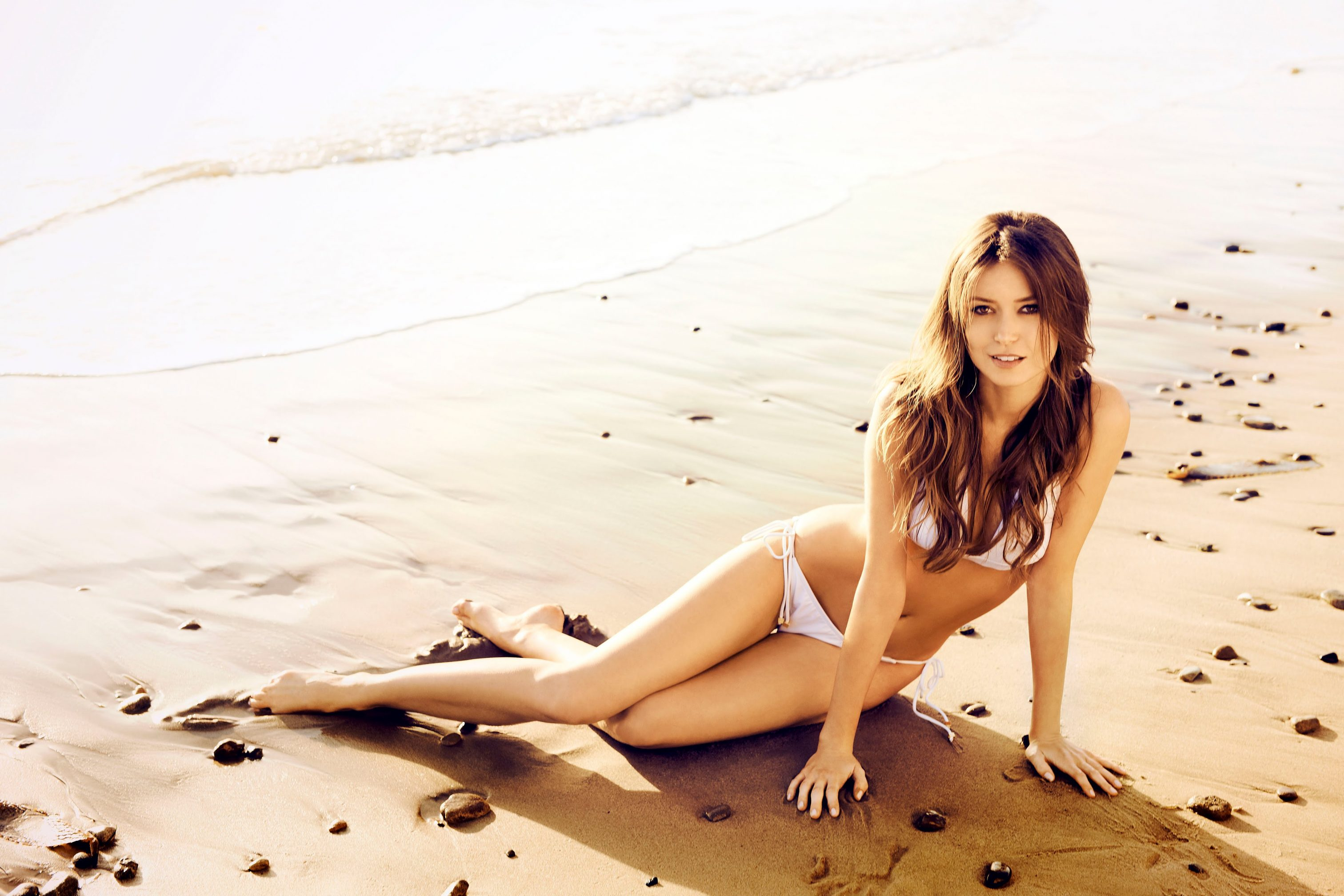 summer glau bikini pics & hot photos