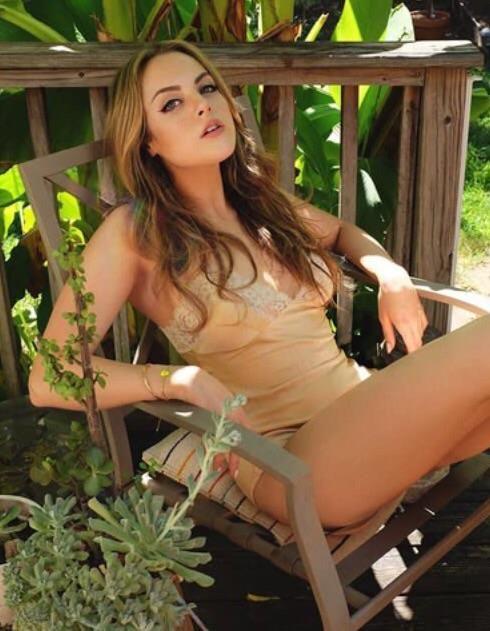 sexy pic Elizabeth Gillies