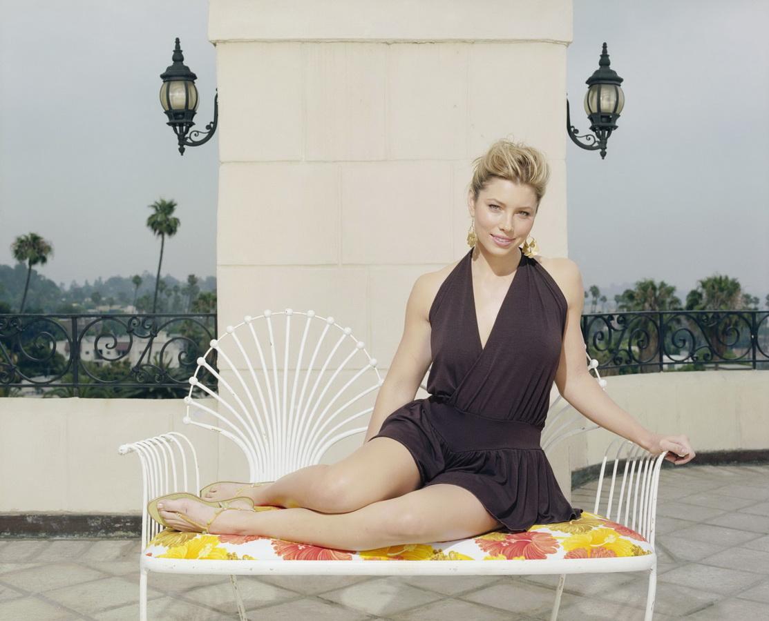 Jessica Biel Hot Bikini Photos & wallpaper pics