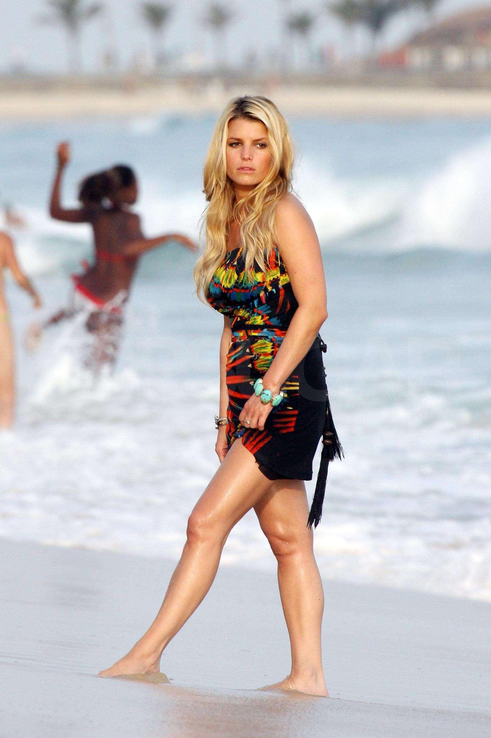 Jessica Simpson Bikini Beach Pics