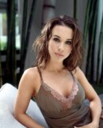 Lacey Chabert Hot Pictures, Spicy Bikini Bra Swimsuit Photos & Latest Pics