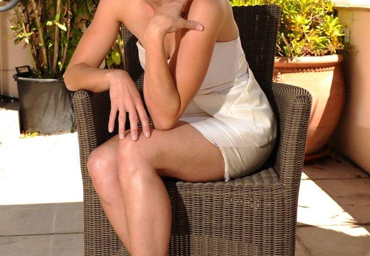 Linda Cardellini hot sexy photo
