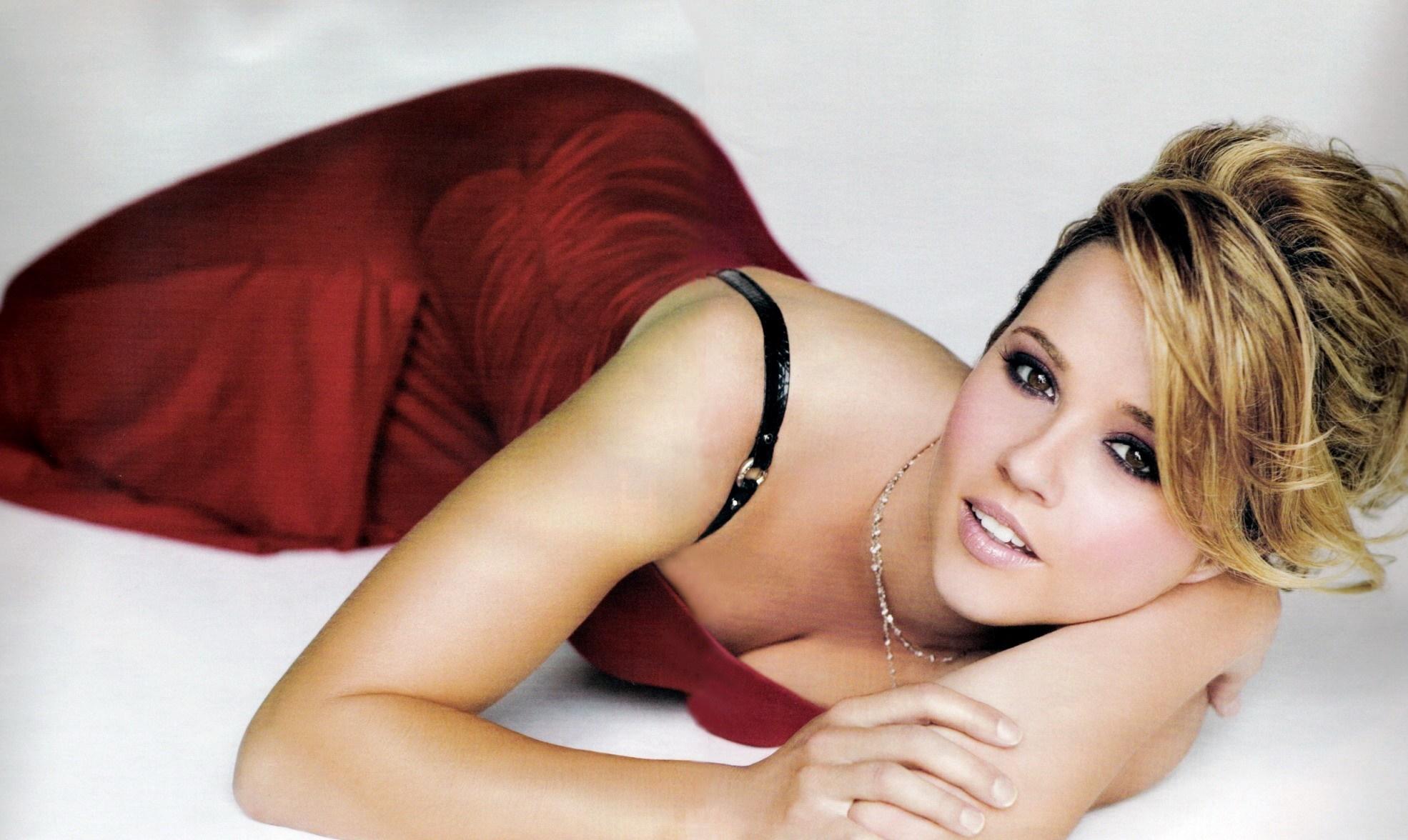 sensual pics of Linda Cardellini