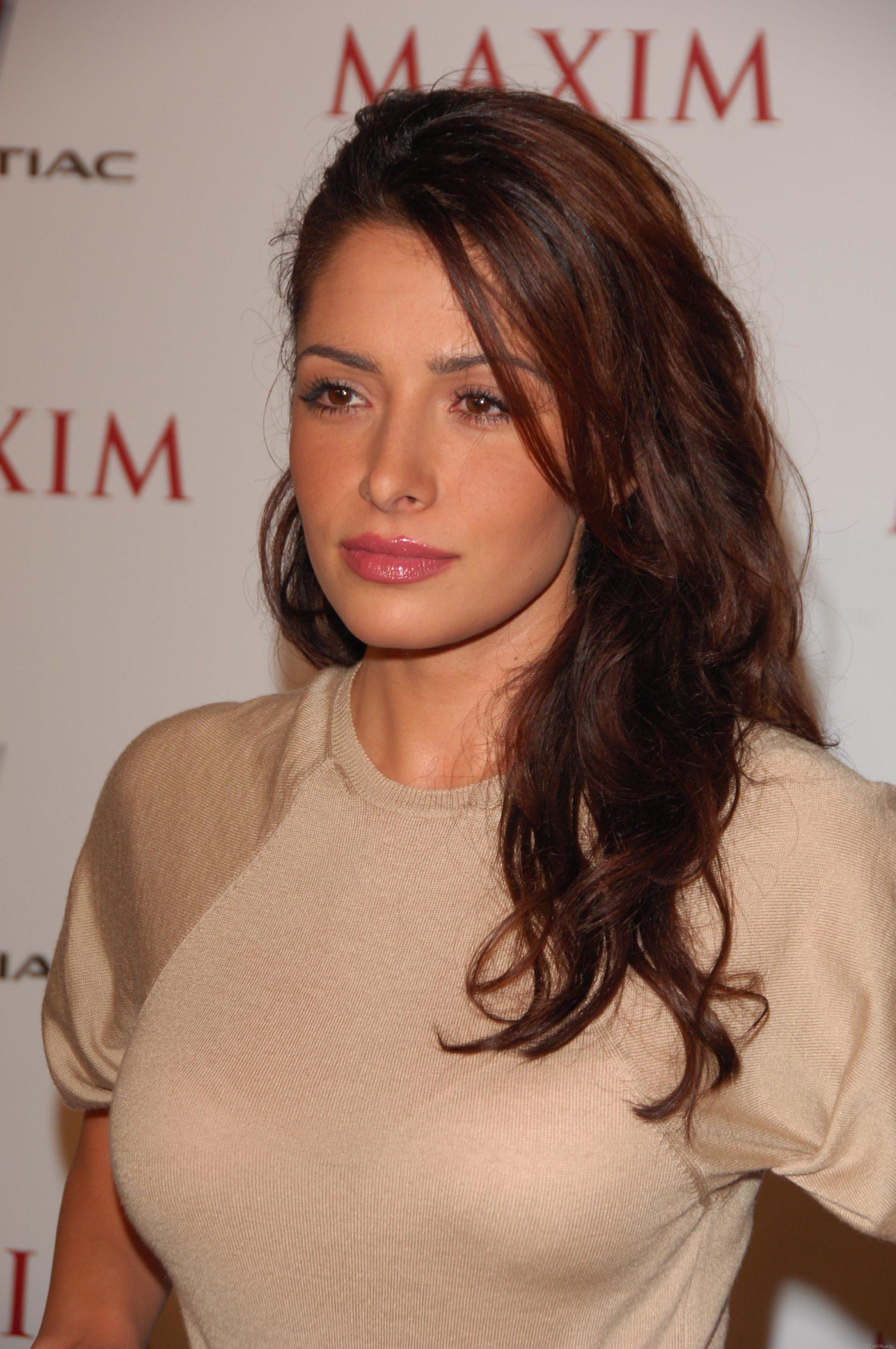 Sarah Shahi Hot Pictures & Bikini Photo You Can't Afford