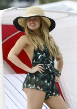 Hottest Pictures of Chanel West Coast & spicy Bikini Wallapaper Pics