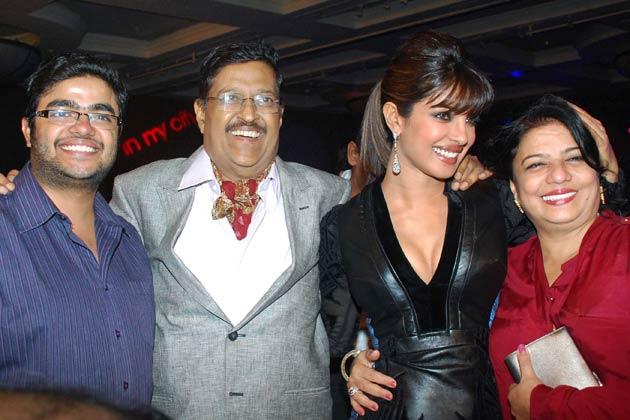 Priyanka-Chopra-family-photos Priyanka Chopra Biography, Top, Weight, Age, Household & Love Affairs